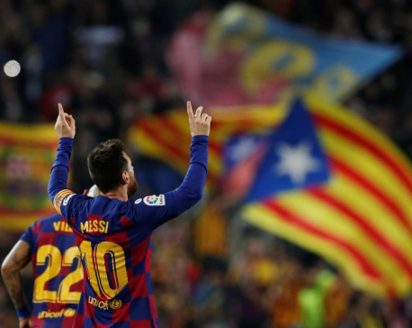 Magical Messi sends Barcelona top in Valladolid rout