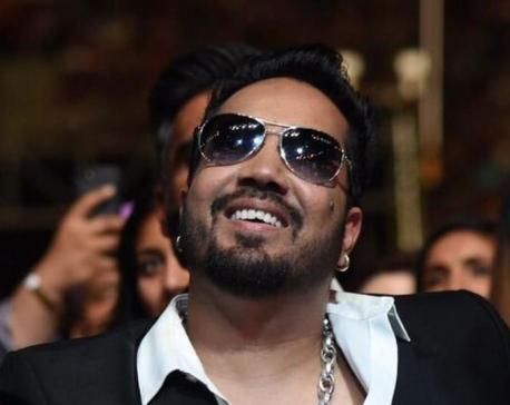 Mika Singh dedicates success in Bollywood to Akshay Kumar