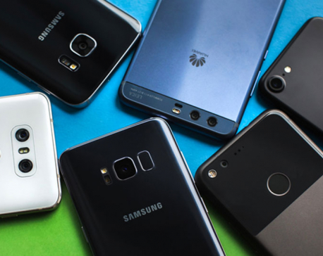 Sale of high-end phones rose in 2017: Traders