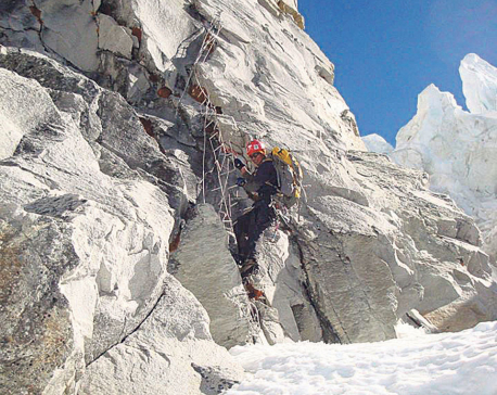 700 high altitude workers to get mountaineering certificate