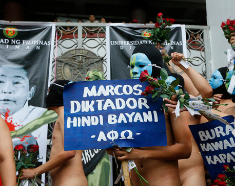 Nude students, Filipino activists protest dictator's burial