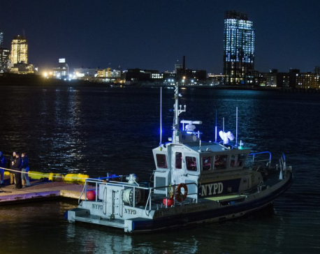 5 killed in helicopter crash into New York City's East River (update)