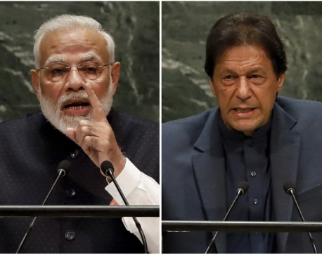 Pakistan PM warns of 'bloodbath' in Kashmir; India PM silent