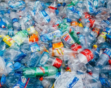 UK 'faces build-up of plastic waste'