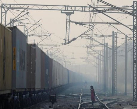 Breeze clears some pollution from Indian capital but air still hazardous
