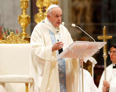 Pope apologises for 'bad example' of slapping arm of pilgrim who tugged him