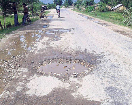 Potholes appear in newly-built Hulaki Highway