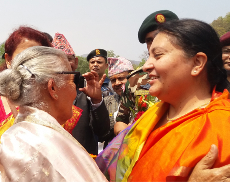 Prez Bhandari visits her mother at Briddhashram