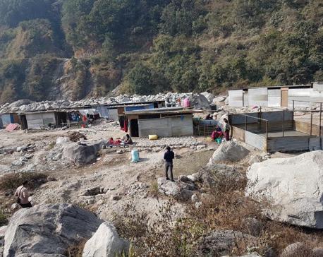 In despair, quake victims living on flood-prone riverbank
