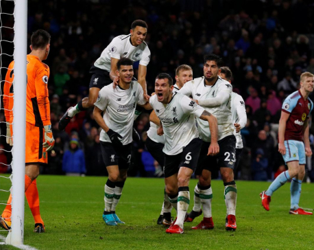 Klavan gives Liverpool last-gasp victory, United beat Everton