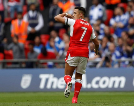 Arsenal risk losing Sanchez for free, Wenger says