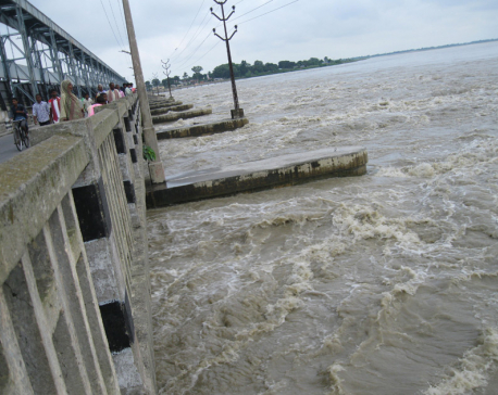 Water flow in Saptakoshi River recedes
