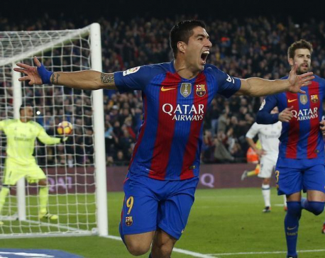 Suarez to be offered new contract, says Barcelona president