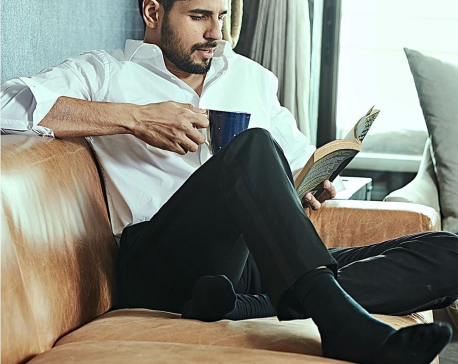 Coronavirus Pandemic: Sidharth Malhotra spends time reading a book during self-quarantine