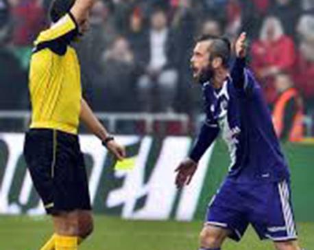 Burnley signs Belgium midfielder Steven Defour