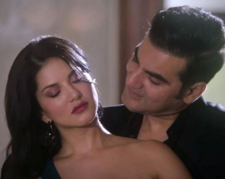Tera Intezaar movie review: The curious case of hanging mango and Sunny Leone