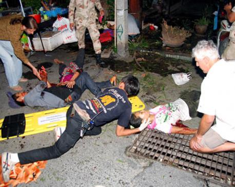 Bomb blast hits train in southern Thailand, killing 1