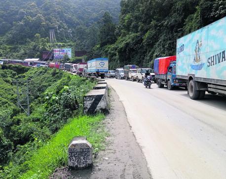 Hours long traffic jam irks passengers