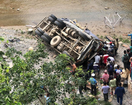 Dhading truck plunge claims 1, hurts 2