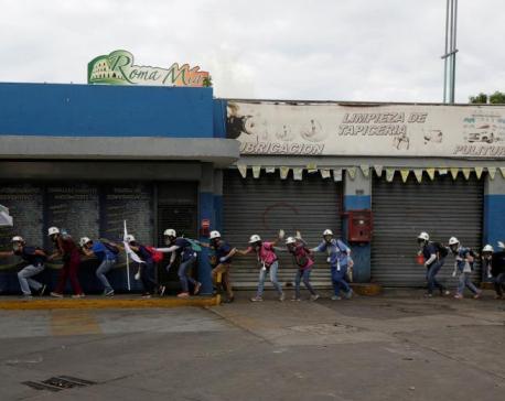 Venezuela unrest death toll rises, Chavez statue destroyed