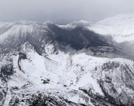 9  hurt in volcano eruption near Japanese ski resort