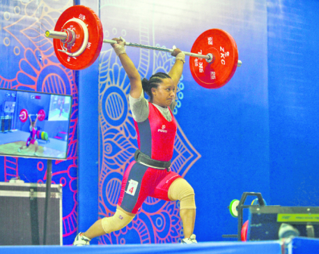 Weightlifters Kamala, Sanju set national records