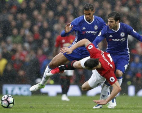 United offer hope to Spurs with 2-0 win over Chelsea