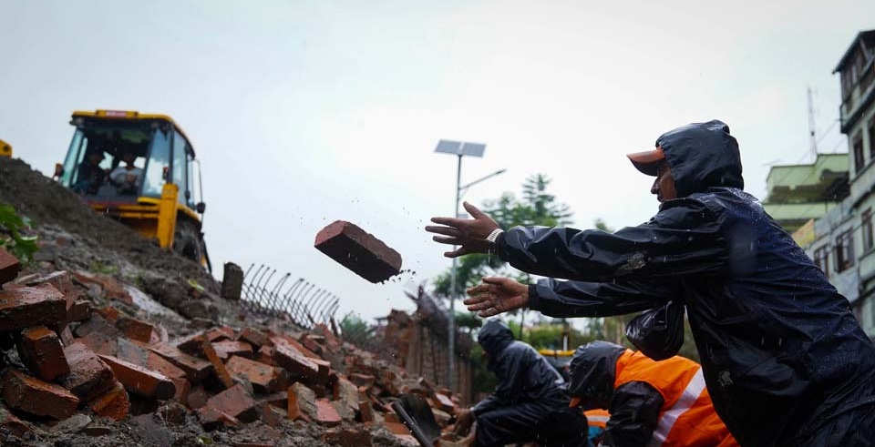 Eastern wall of Singha Durbar collapses (with video)