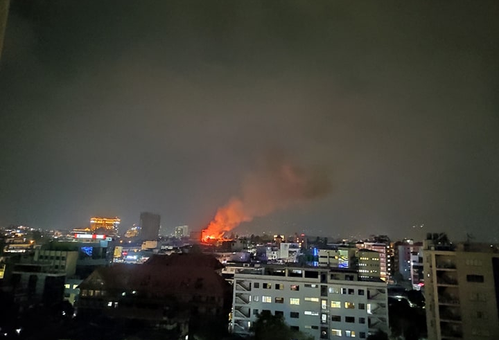 Massive fire breaks out at Durbar Marg (with video)