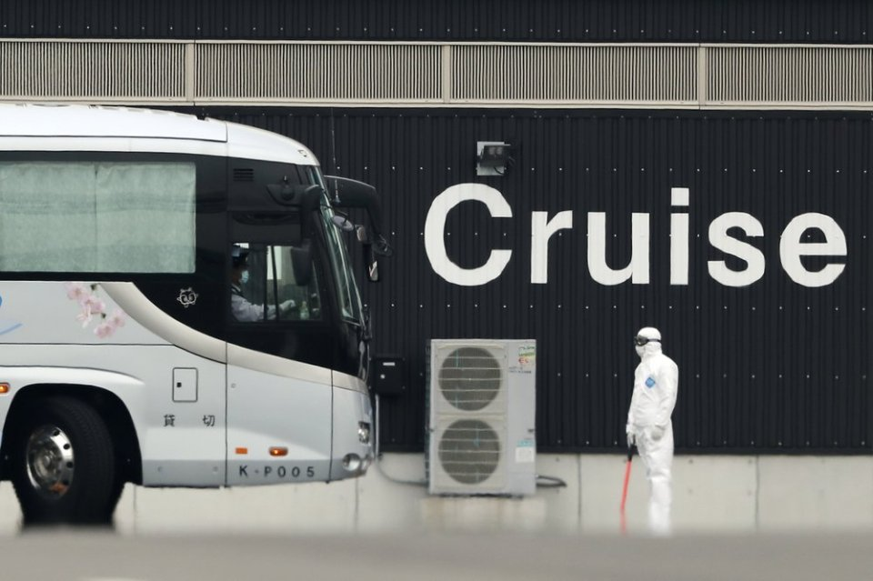 2 former cruise ship passengers with virus die in Japan