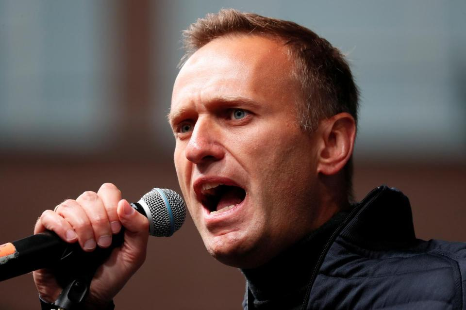 Russian authorities raid Kremlin critic Alexei Navalny's Moscow office