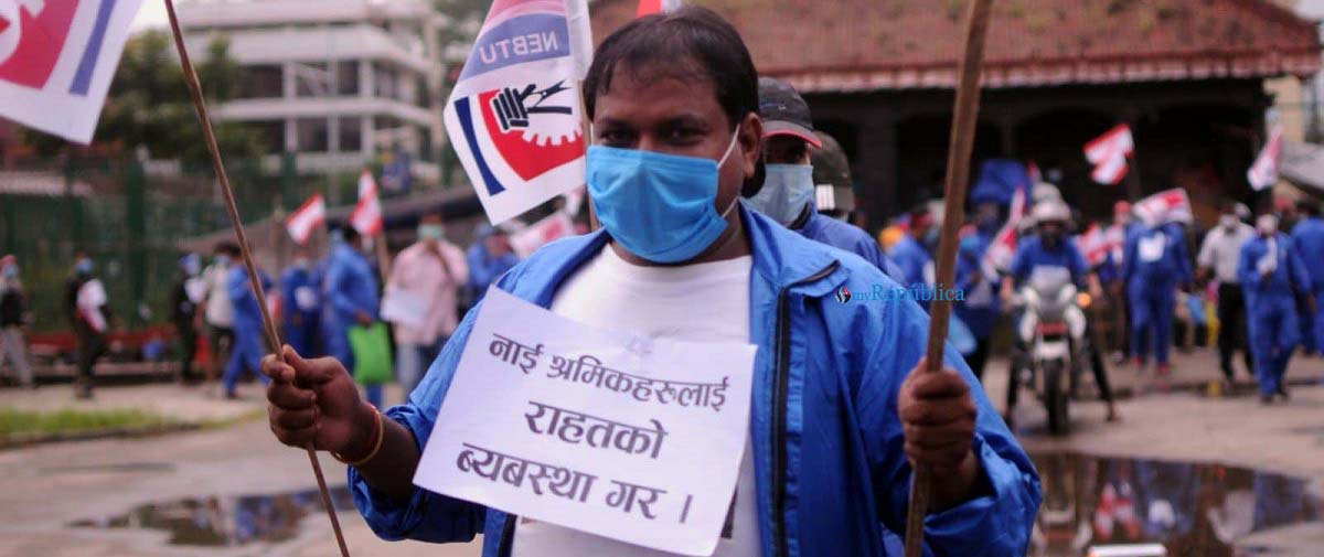 PHOTOS: Barbers organize march against govt's measures to combat COVID-19 pandemic