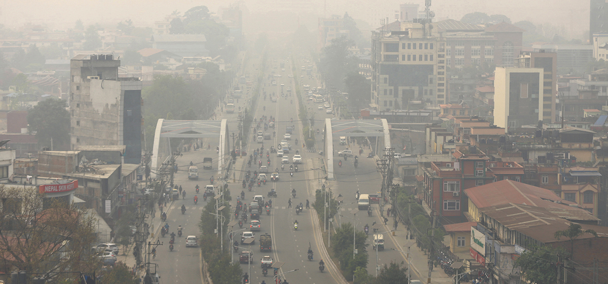 Smog disrupts domestic and international air services