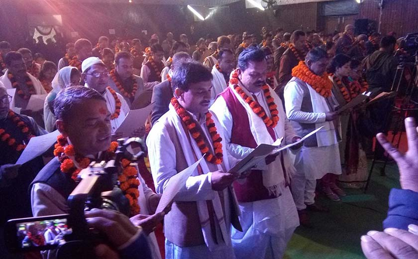 Provincial governors administer oath