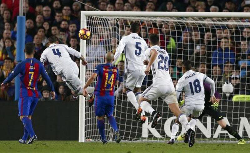 Late Ramos header denies Barcelona in Clasico