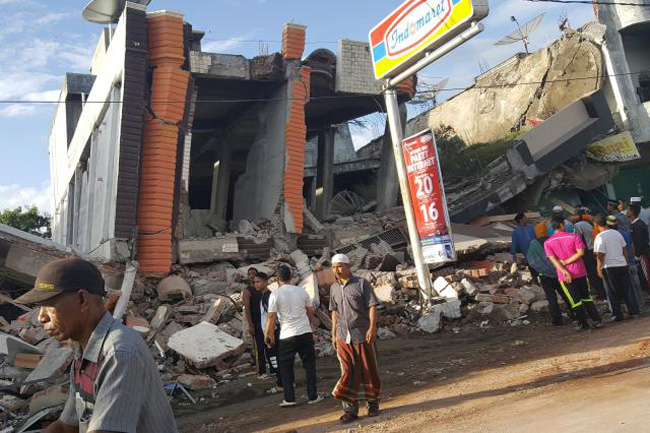 Over 50 dead, dozens missing after quake hits Indonesia's Aceh (Update)