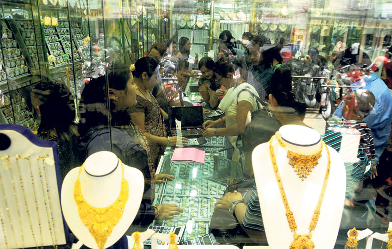 Gold price up by Rs 1,300 per tola