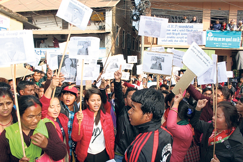 Tansen locals protest against police for failing to arrest murderers