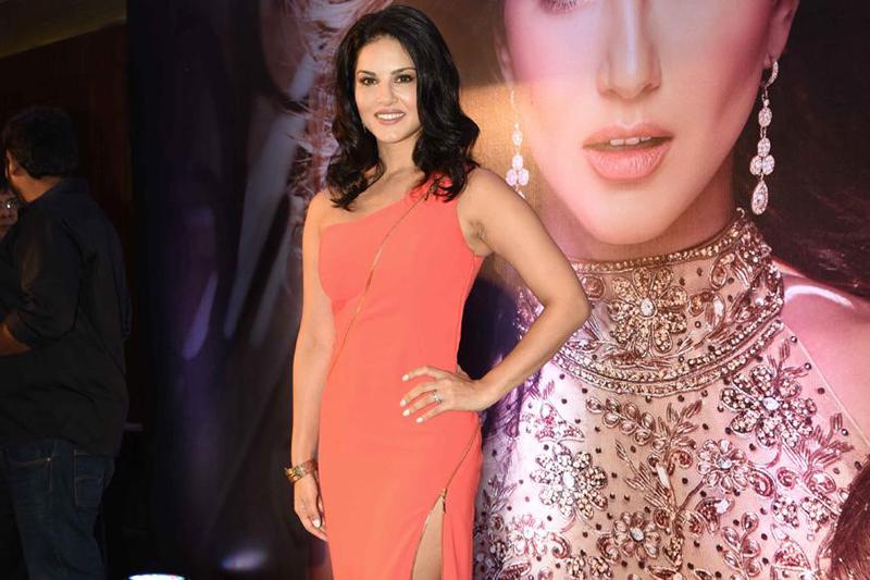 Sunny Leone keen to see Sonam Kapoor, Ranveer Singh on social media