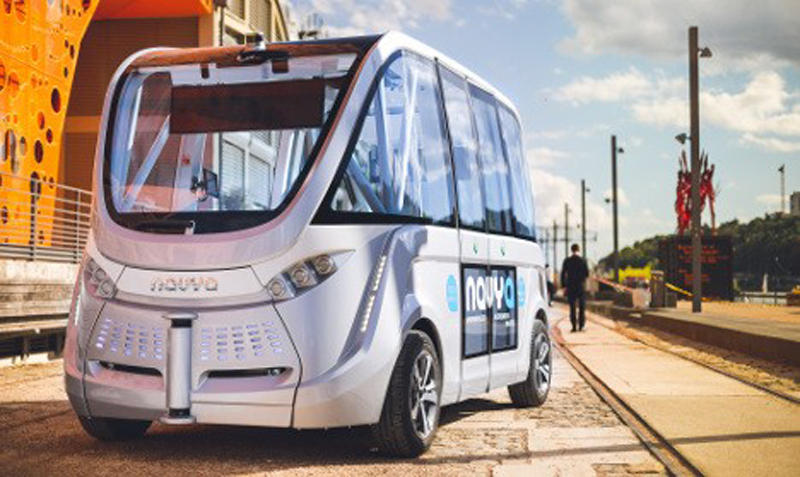 'World first' as driverless buses take passengers in France