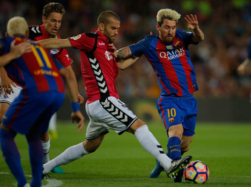 Barcelona stunned by promoted Alaves, Madrid & Atletico win