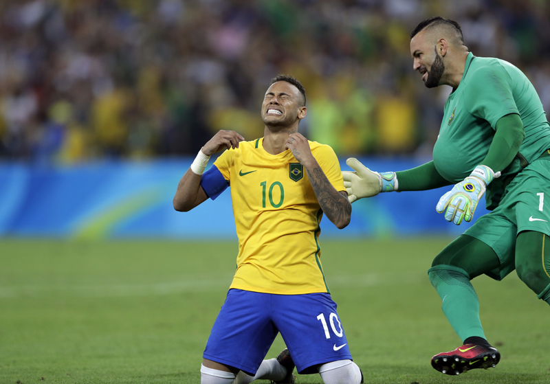 Neymar kick is gold, giving Brazil 1st Olympic soccer title