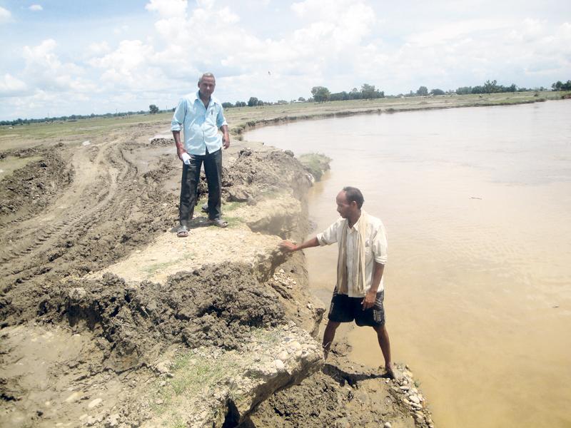 Rapti river continues eroding roads