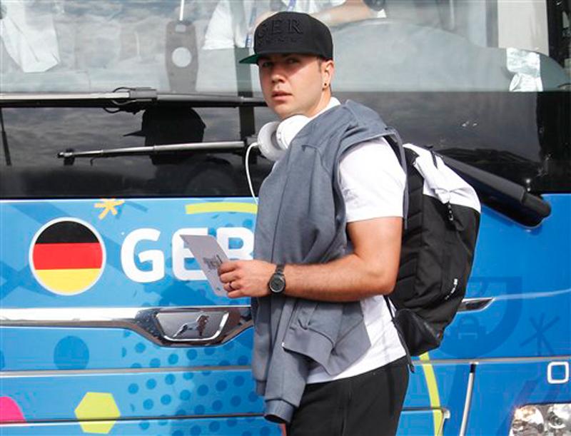 Mario Goetze returns to Dortmund from Bayern