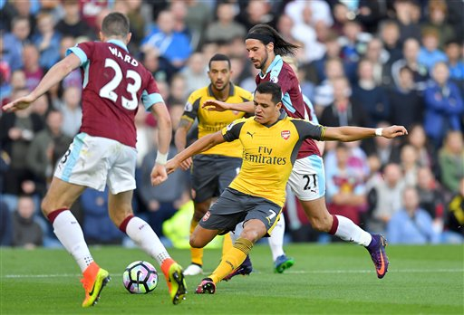 Arsenal beats Burnley after Koscielny strikes late