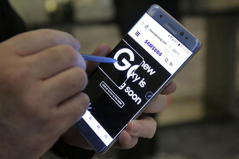 Now, replacement Samsung Note 7 catches fire on US plane