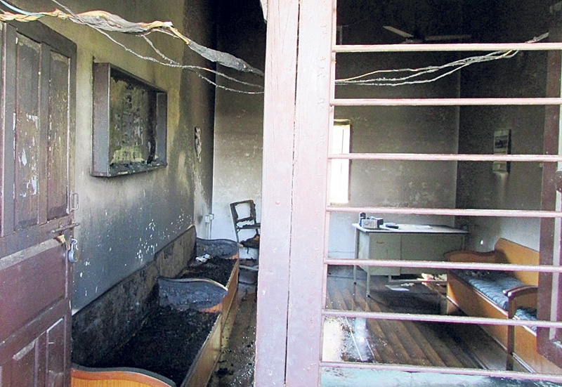 Pro-UDMF students torch Thakur Ram College office