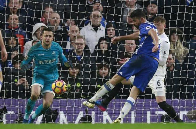 Chelsea surge 11 points clear, Leicester into bottom three