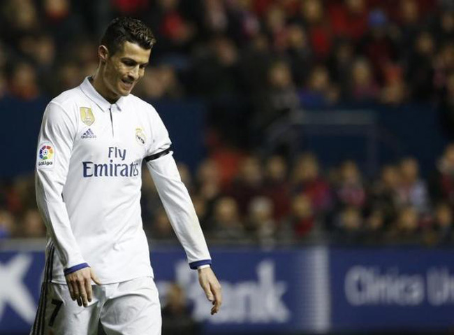 Real back on top after Osasuna win, Barca rout Alaves