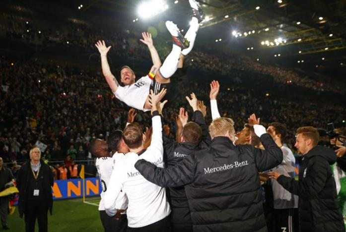 Germany's Podolski crowns farewell with stunning winner over England